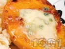Рецепта Праскови със синьо сирене, орехи и ром на фурна